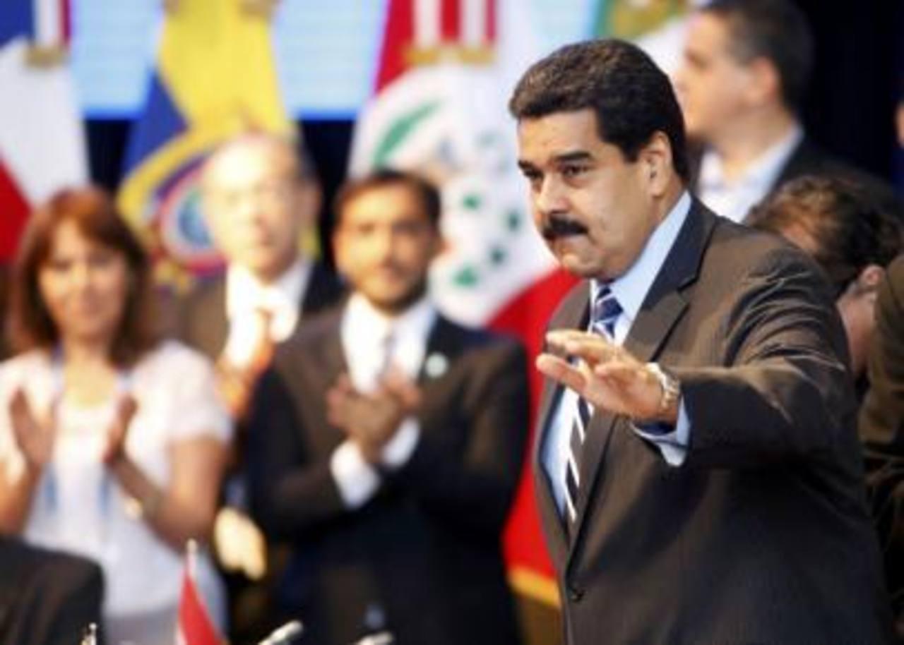 En los próximos tres años, el gobierno de Nicolás Maduro y la estatal Petróleos de Venezuela (PDVSA) deben desembolsar unos 10.000 millones de dólares anuales en vencimientos de bonos e intereses.