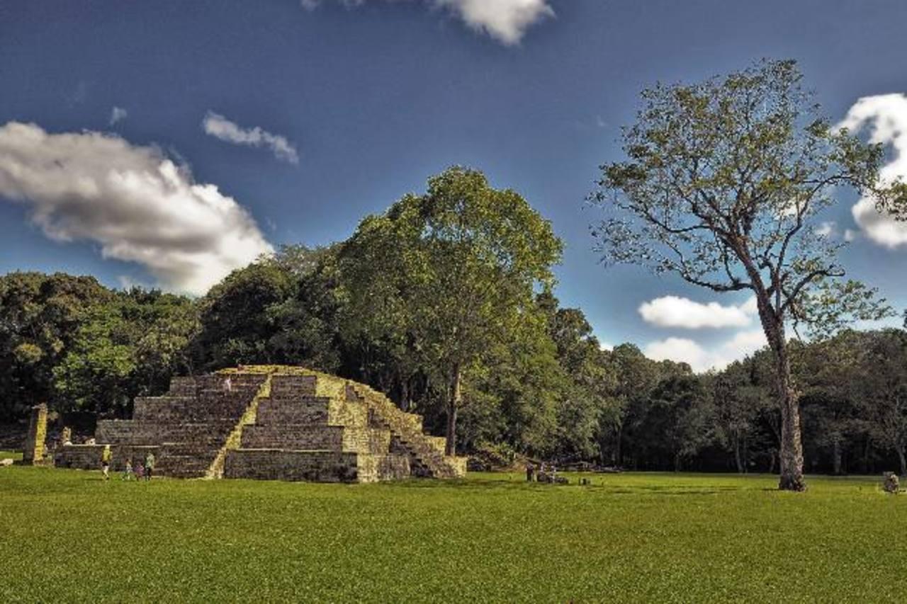 Dos de los pequeños aeropuertos están localizados en la sureña ciudad de Choluteca, cerca de las Ruinas de Copán.