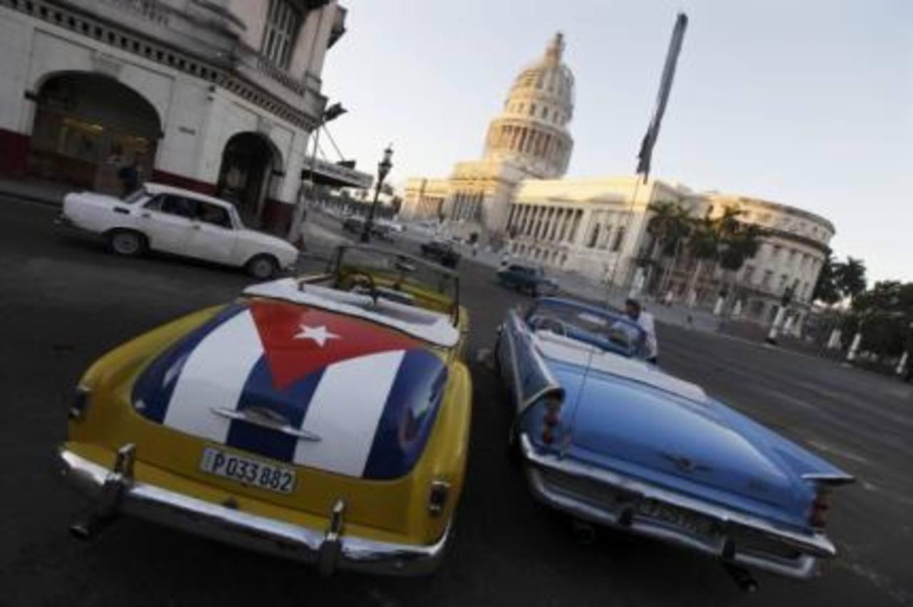 Los presidentes de Estados Unidos y Cuba acordaron mejorar el comercio y las relaciones diplomáticas de ambos países.