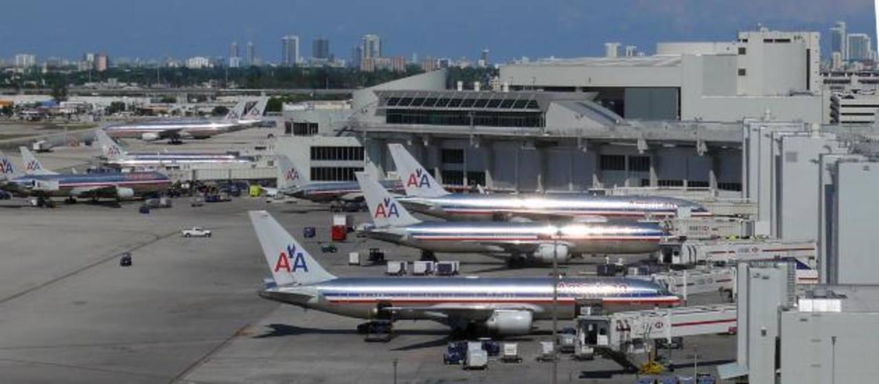 Vislumbran baja en precios de pasajes aéreos