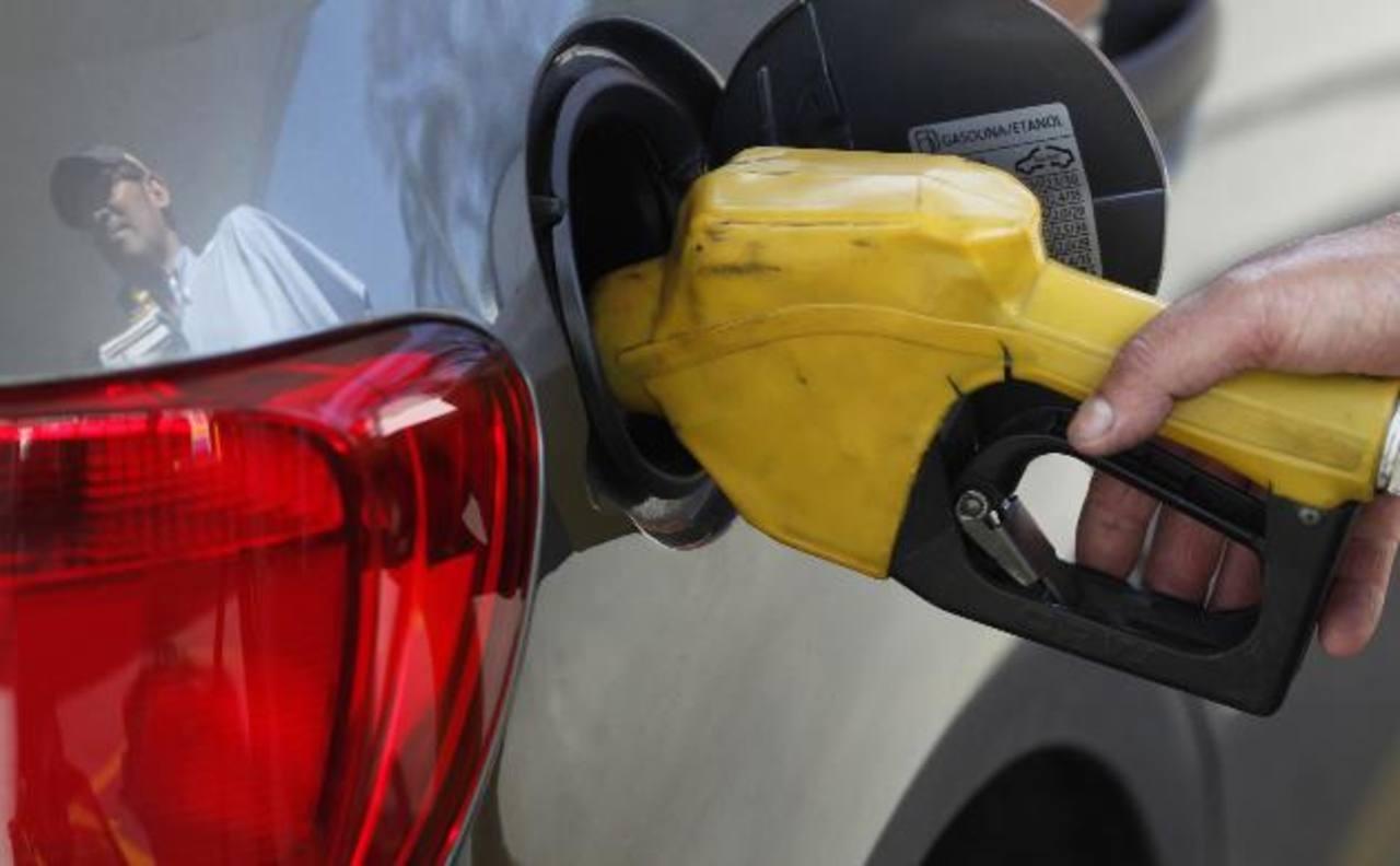 Las petroleras árabes han reducido los precios del petróleo para los mercados asiáticos y europeos.