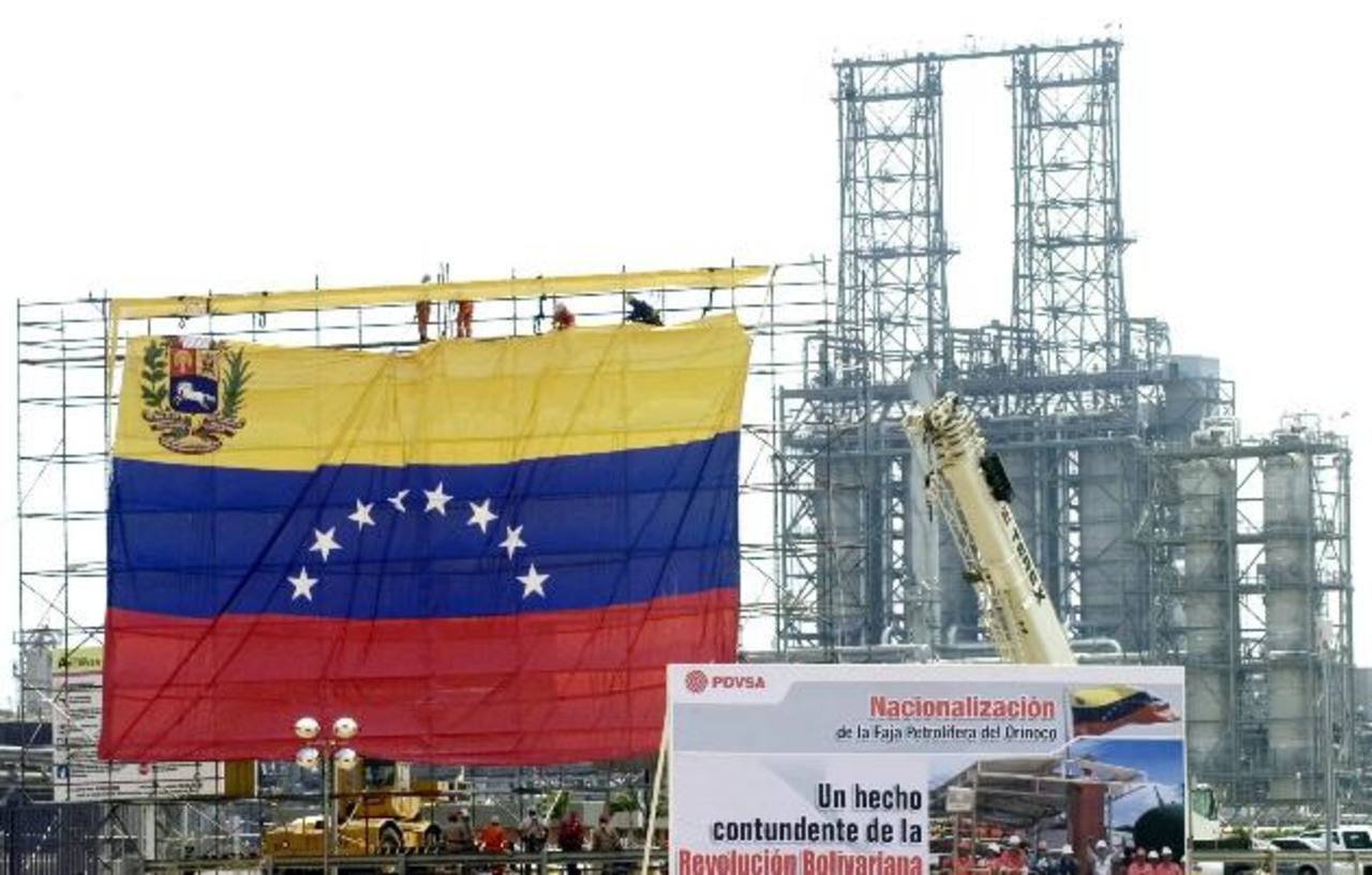 Venezuela estaría considerando recortar la venta de crudo barato a países de Petrocaribe. Foto EDH El precio del combustible seguirá cayendo, de acuerdo a las proyecciones de los bancos de inversión en EE. UU.Foto EDH /huber rosales