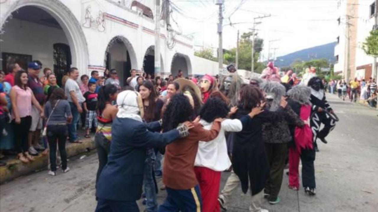 De fiesta Antiguo Cuscatlán