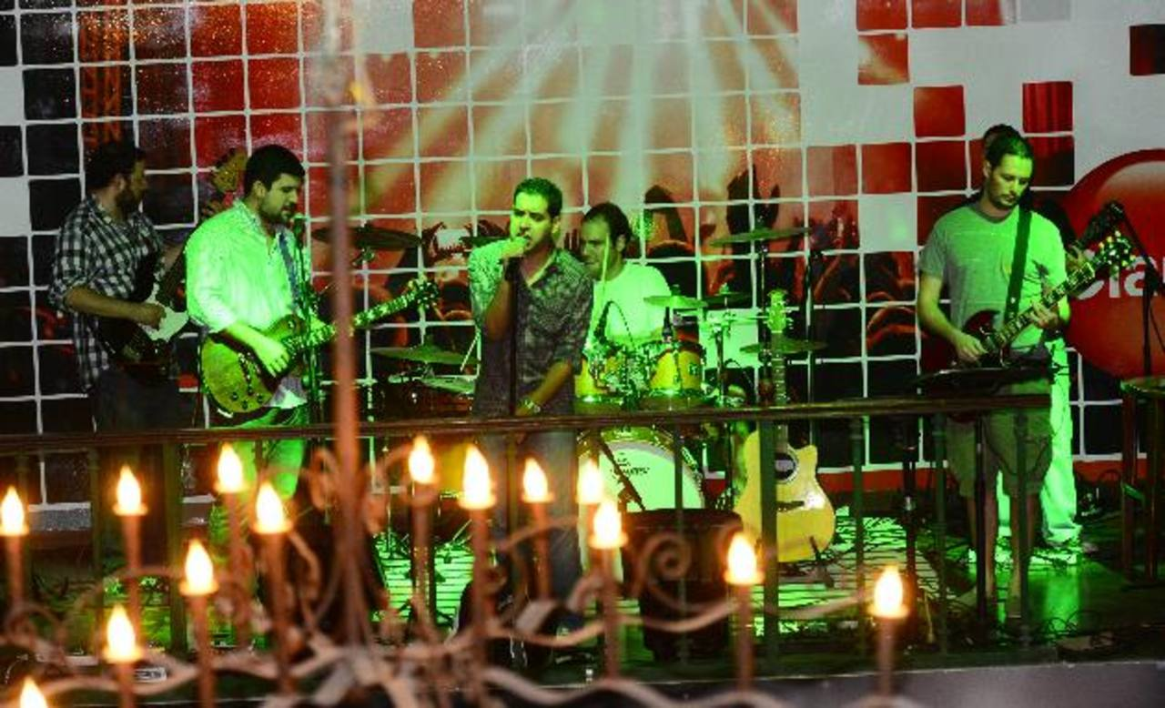 La agrupación deleitó al público con sus primeras 10 canciones.