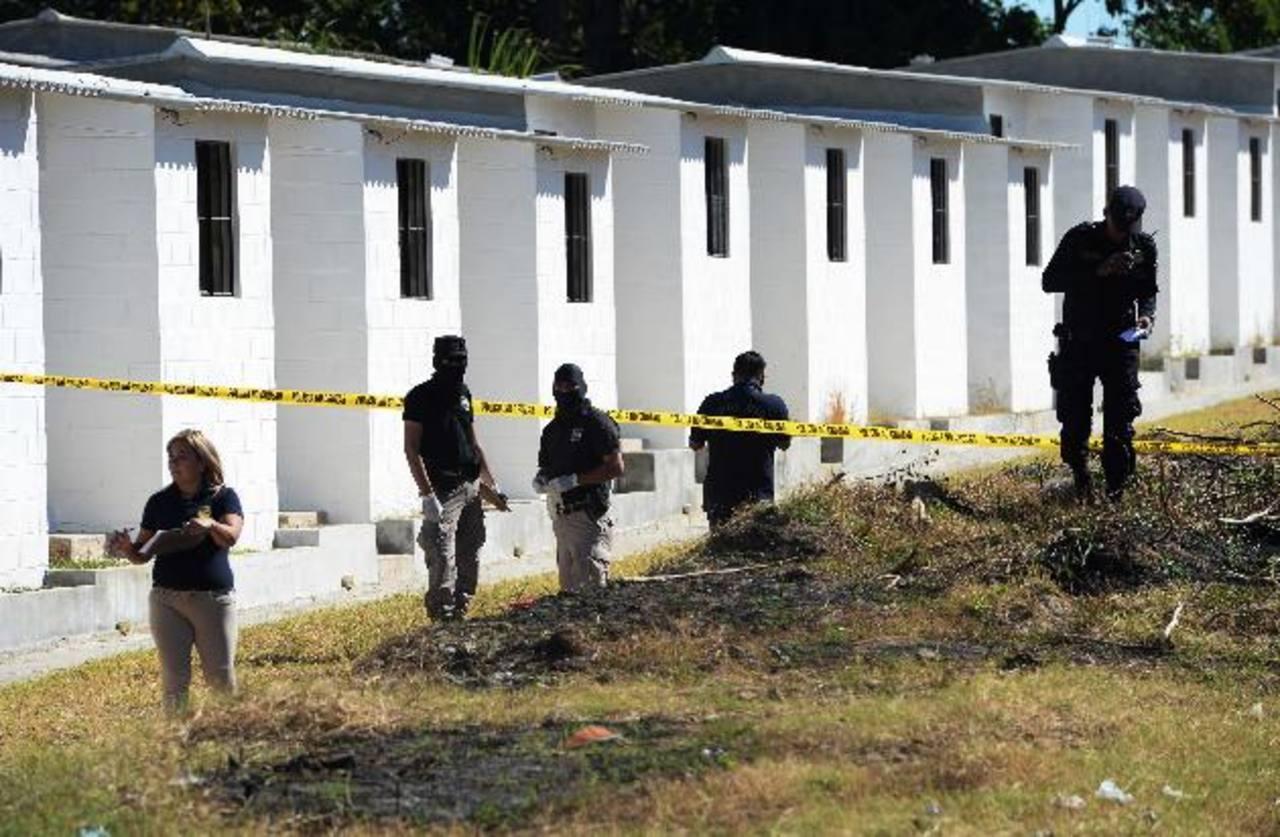 En Lirios del Norte, en Cuscatancingo, fue asesinado un pandilleros identificado como Douglas Adonay. Fotos EDH / Marlon Hernández