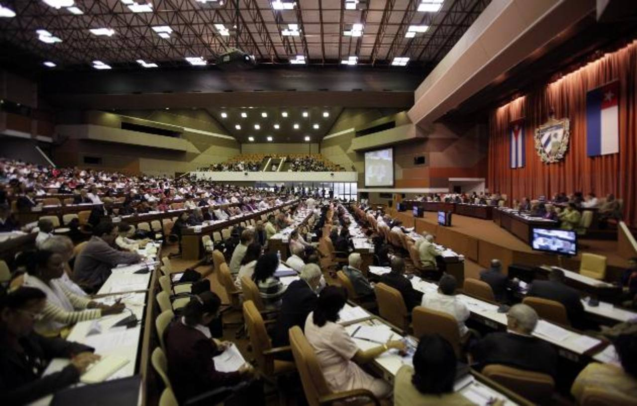 Diputados cubanos ayer durante la sesión legislativa bianual en la Asamblea Nacional en La Habana, Cuba. foto edh / AP