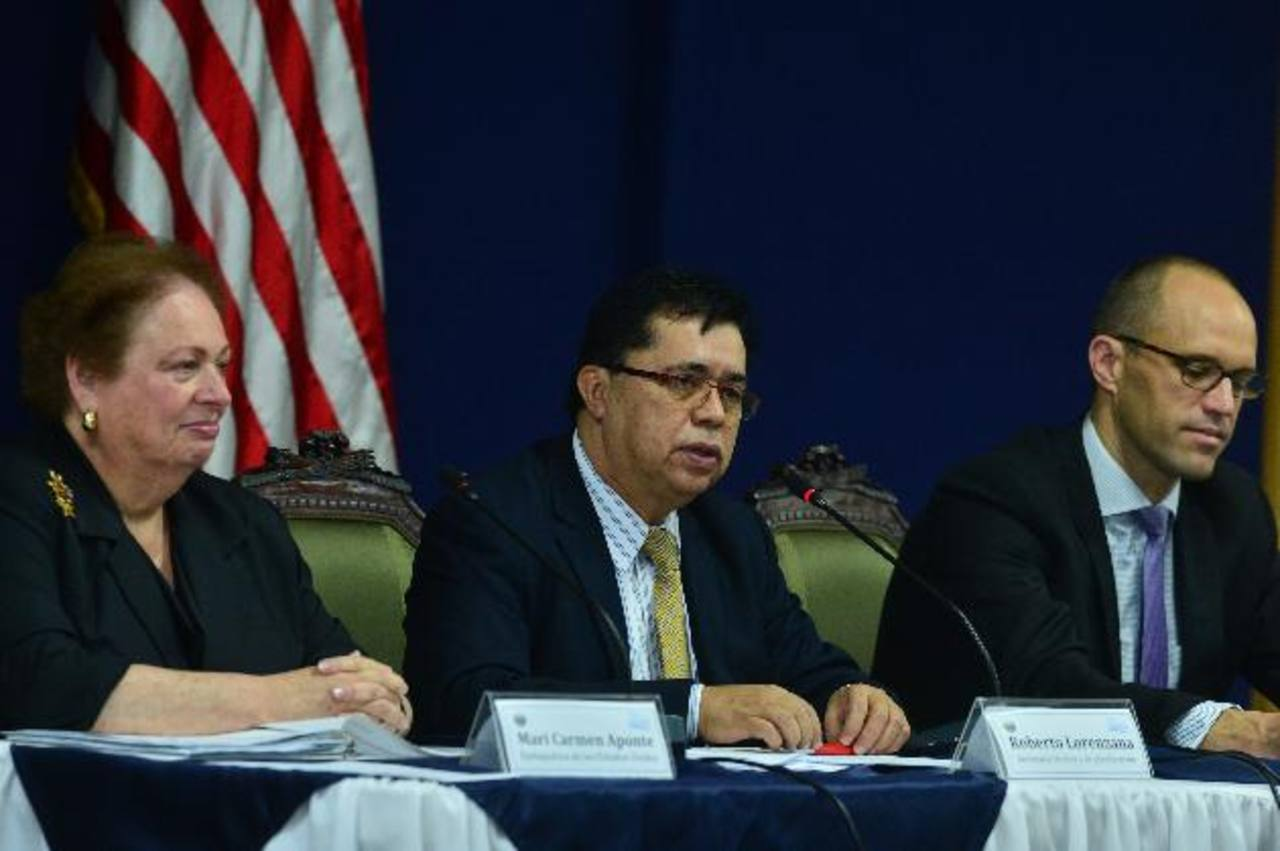 Mari Carmen Aponte, embajadora EE. UU.; Roberto Lorenzana, secretario Técnico y Mark Lopes.