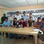 Intergremiales de maestros durante conferencia de prensa.