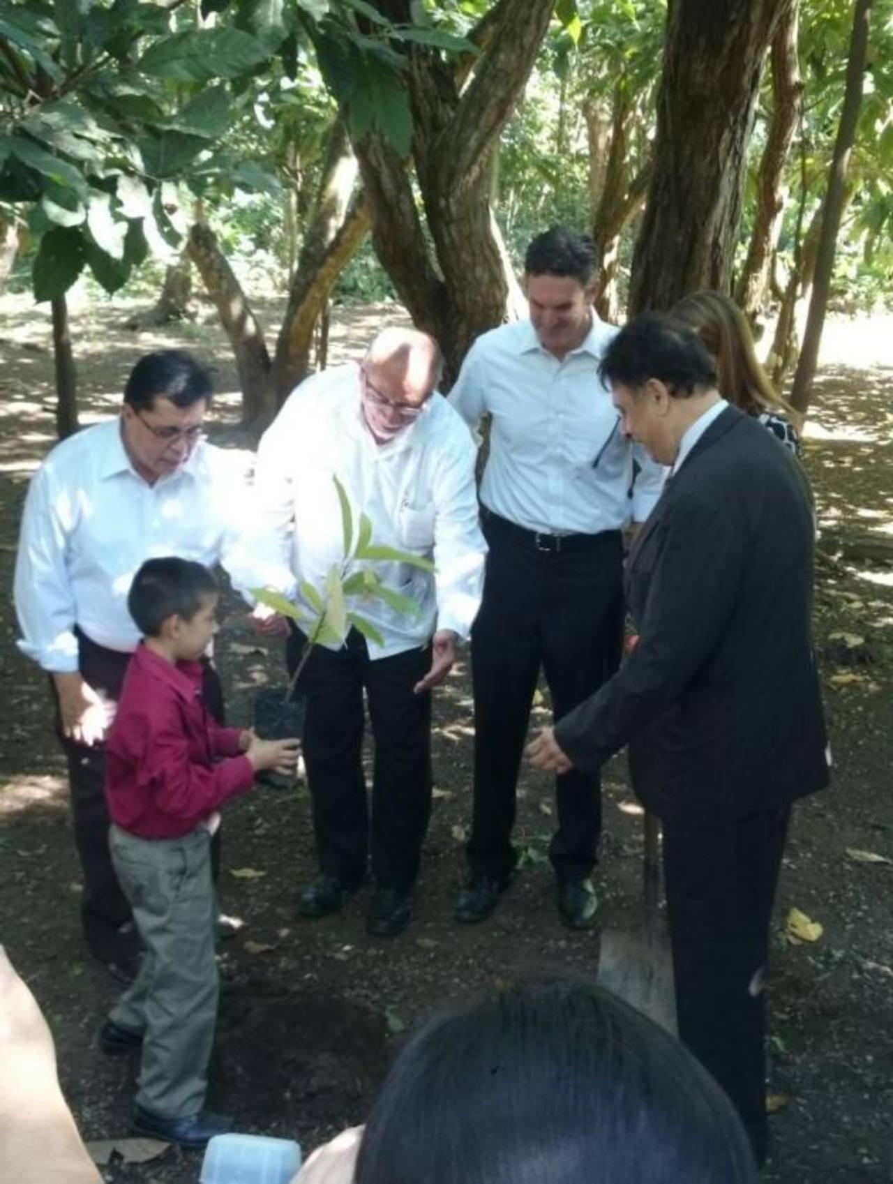Disponen de $ 25 millones para producir cacao en El Salvador
