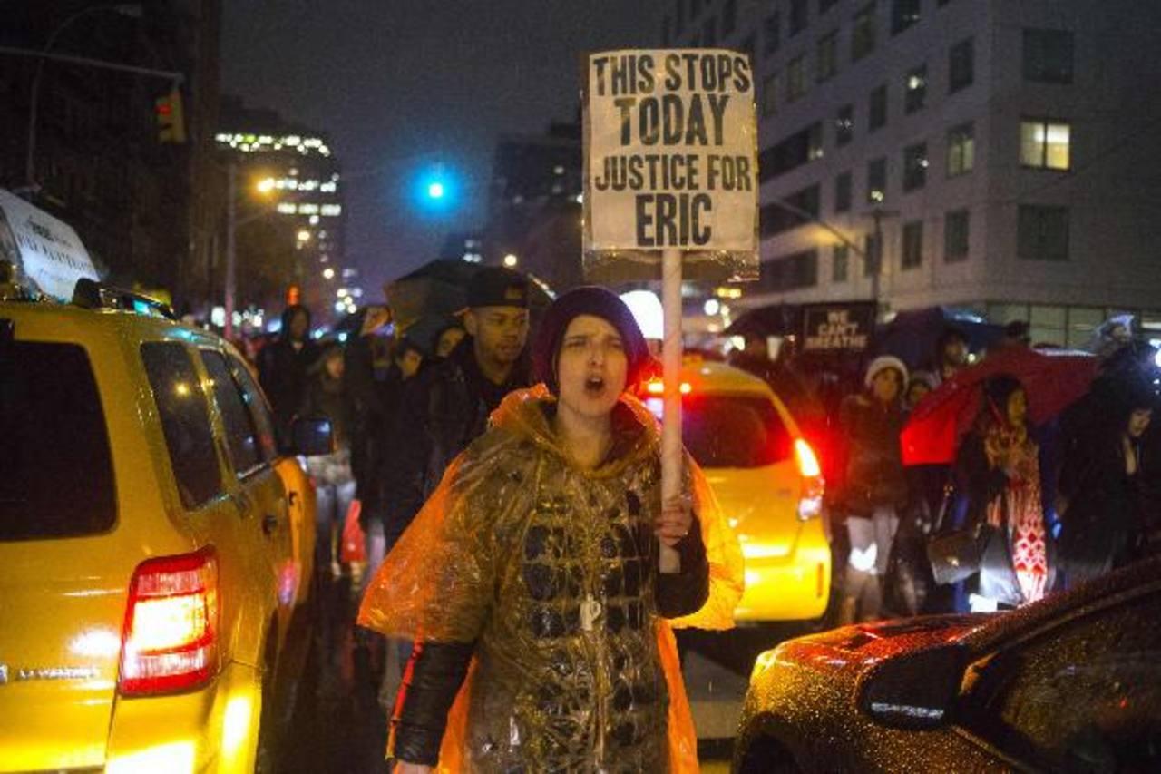 Manifestantes contra la violencia policial bloquean el tránsito en Nueva York
