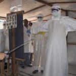 La OMS consigue aislar y tratar al 70 % de infectados por ébola en África