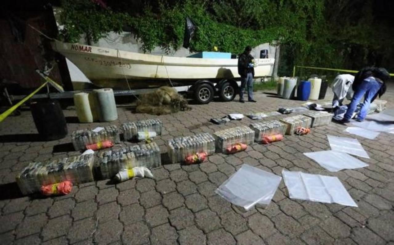 La PNC ha interceptado dos narcolanchas en aguas salvadoreñas en las últimas semanas con cocaína. Foto EDH / Archivo.