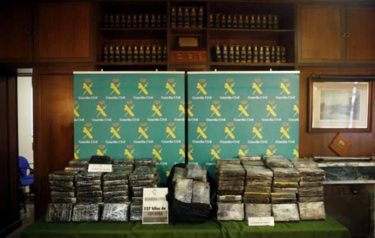La cocaína estaba forrada con bolsa de viaje y en dos contenedores, dijeron las autoridades. Foto EDH / cortesía