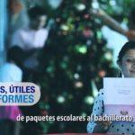 Detalle del anuncio en el que la modelo lee una de las cartas que ha girado a hogares el gobierno y en que destaca la regalía de paquetes escolares y hace promesas. foto edh