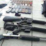 Un fusil M16 fue encontrado en un saco de nailon. Además había balas para la referida arma y otros objetos ilícitos. El arma había sido disparada. foto edh / cortesía de la Fuerza armadaA pocos metros de uno de los mareros muertos, fue localizado otr