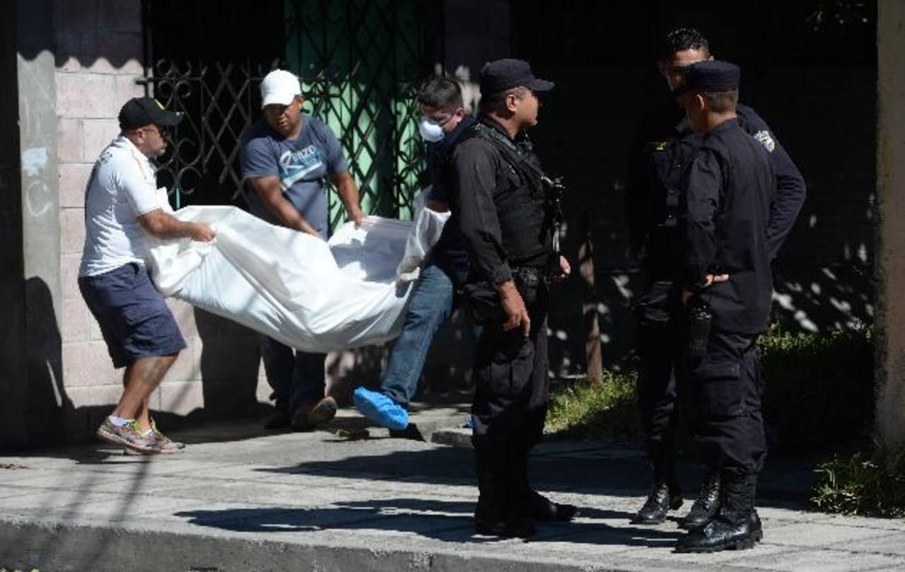 Jonathan Alberto Rodríguez, de 25 años, fue asesinado ayer, al inicio de su jornada laboral en Altavista. Foto EDH / Jaime Anaya.