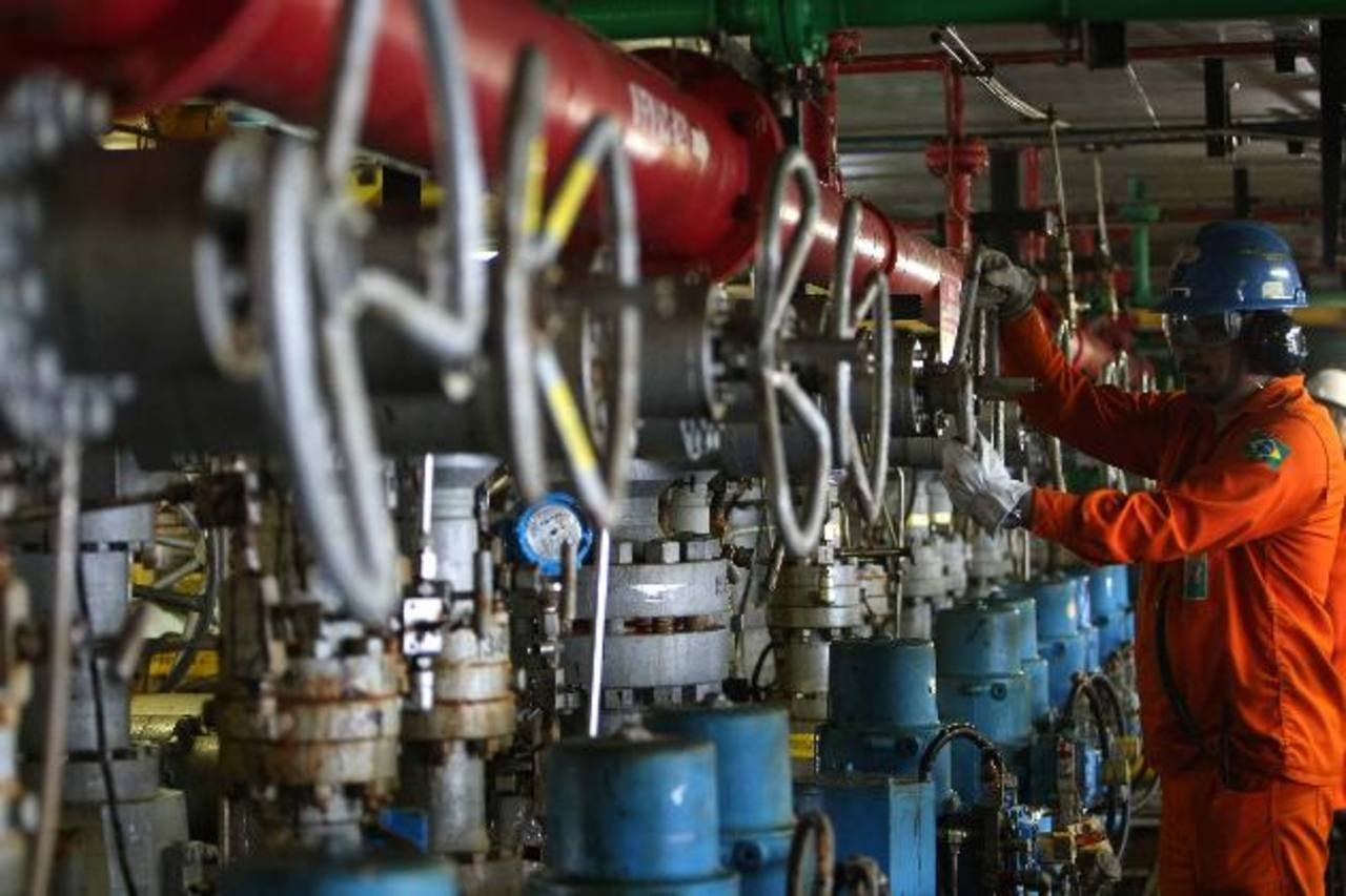 En El Salvador, los automovilistas se están beneficiando de la baja en los precios de la gasolina. foto edh / archivo