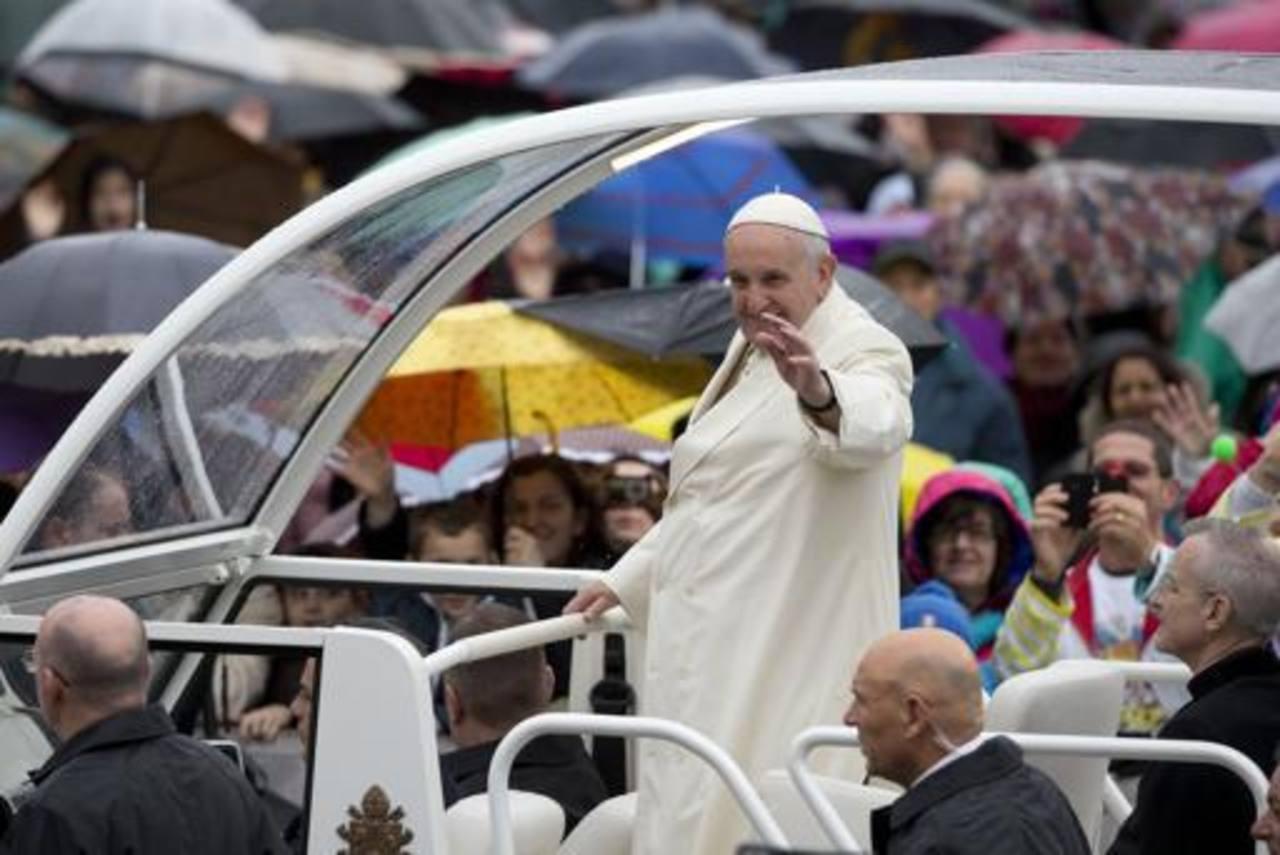 Papa dice que visitará Argentina en el 2016