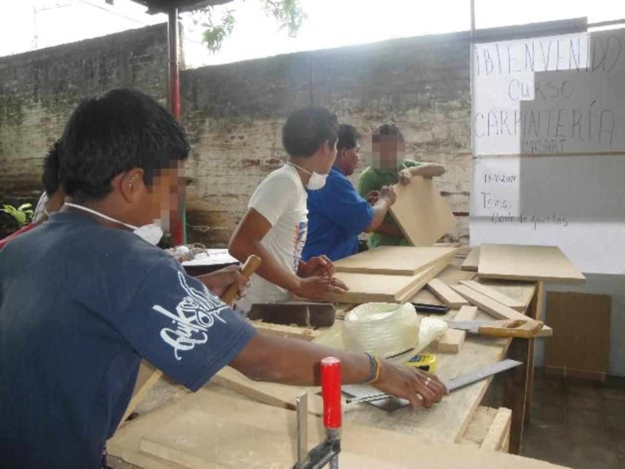 Uno de los programas de prevención de la violencia entre los jóvenes es SolucionES que busca eliminar los factores de riesgo con oportunidades de superación y de empleos. fotO EDH /ARCHIVO