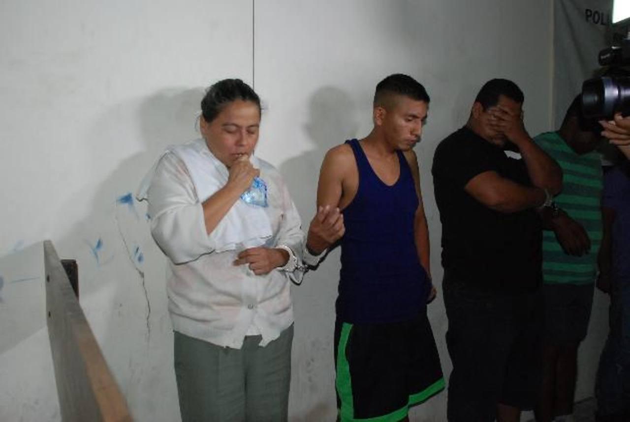 La jueza junto a varios de los detenidos fueron presentados por las autoridades. Foto EDH / Archivo