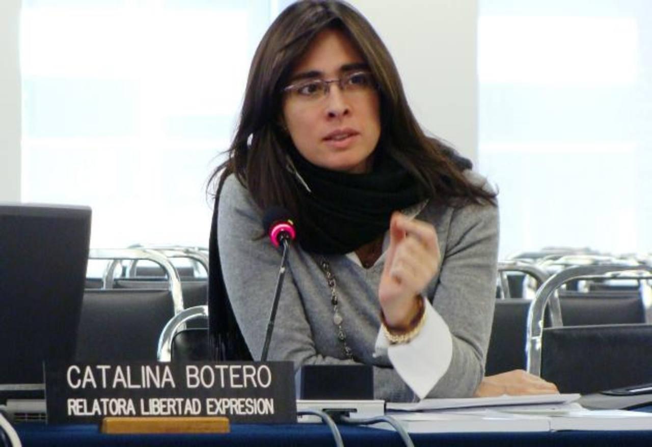 Botero se especializa en derecho constitucional, derecho internacional de los derechos humanos y justicia transicional.