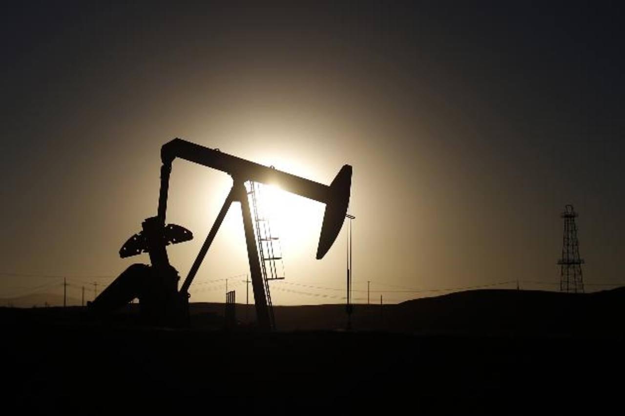 El presupuesto de Venezuela depende los ingresos por venta de petróleo, de ahí que han agudizado su crisis. Foto EDH/archivo