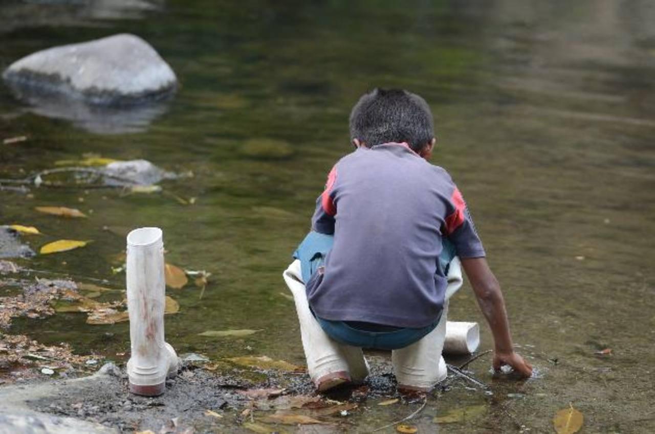 En su inocencia, el hijo de siete años de Candelario Cruz lavó la sangre de las botas de su padre, horas antes de haber sido asesinado por los mareros.