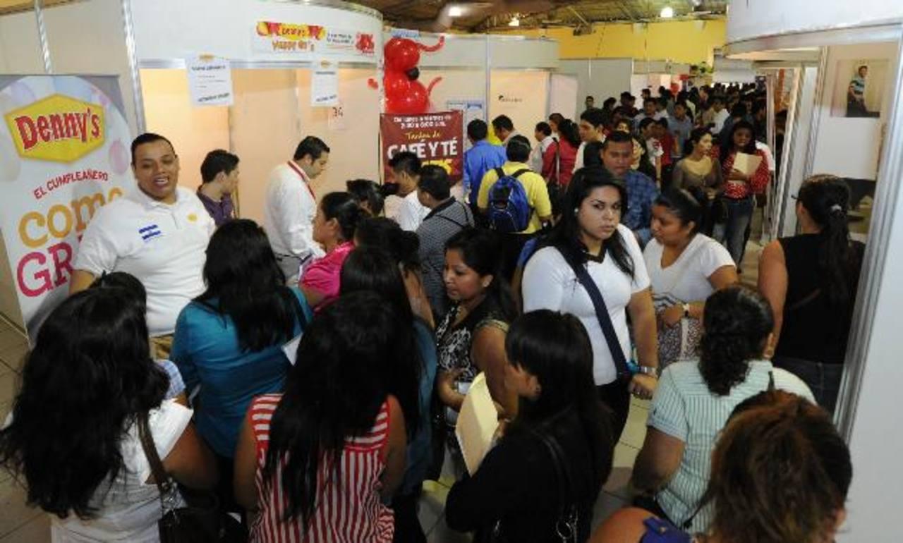 El 56.2 % de los salvadoreños tiene menos de 30 años, según la última encuesta de hogares, lo que revela una gran proporción de jóvenes. FOTO EDH/ Archivo