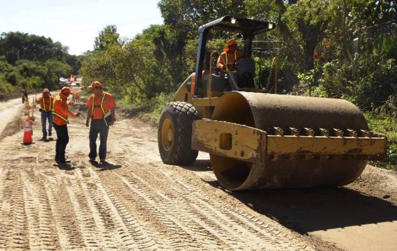 El MOP aún no ha informado cuándo terminarán los trabajos en la vía. Foto EDH / Cortesía.