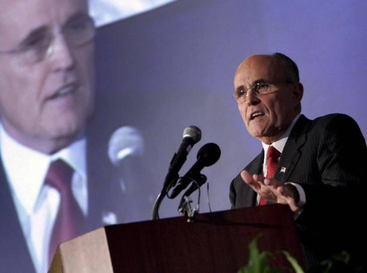 El exalcalde de Nueva York, Rudolph Giuliani, redujo durante su gestión en los años 90 los altos índices de homicidios y recuperó los territorios asediados por las bandas criminales.