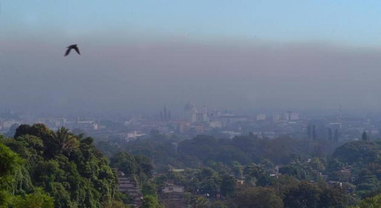 Pólvora incrementó contaminación del aire en San Salvador en Navidad