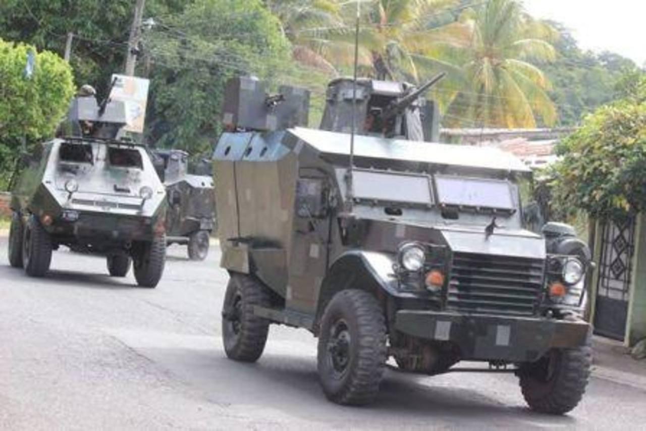 Blindados militares en Zacatecoluca.