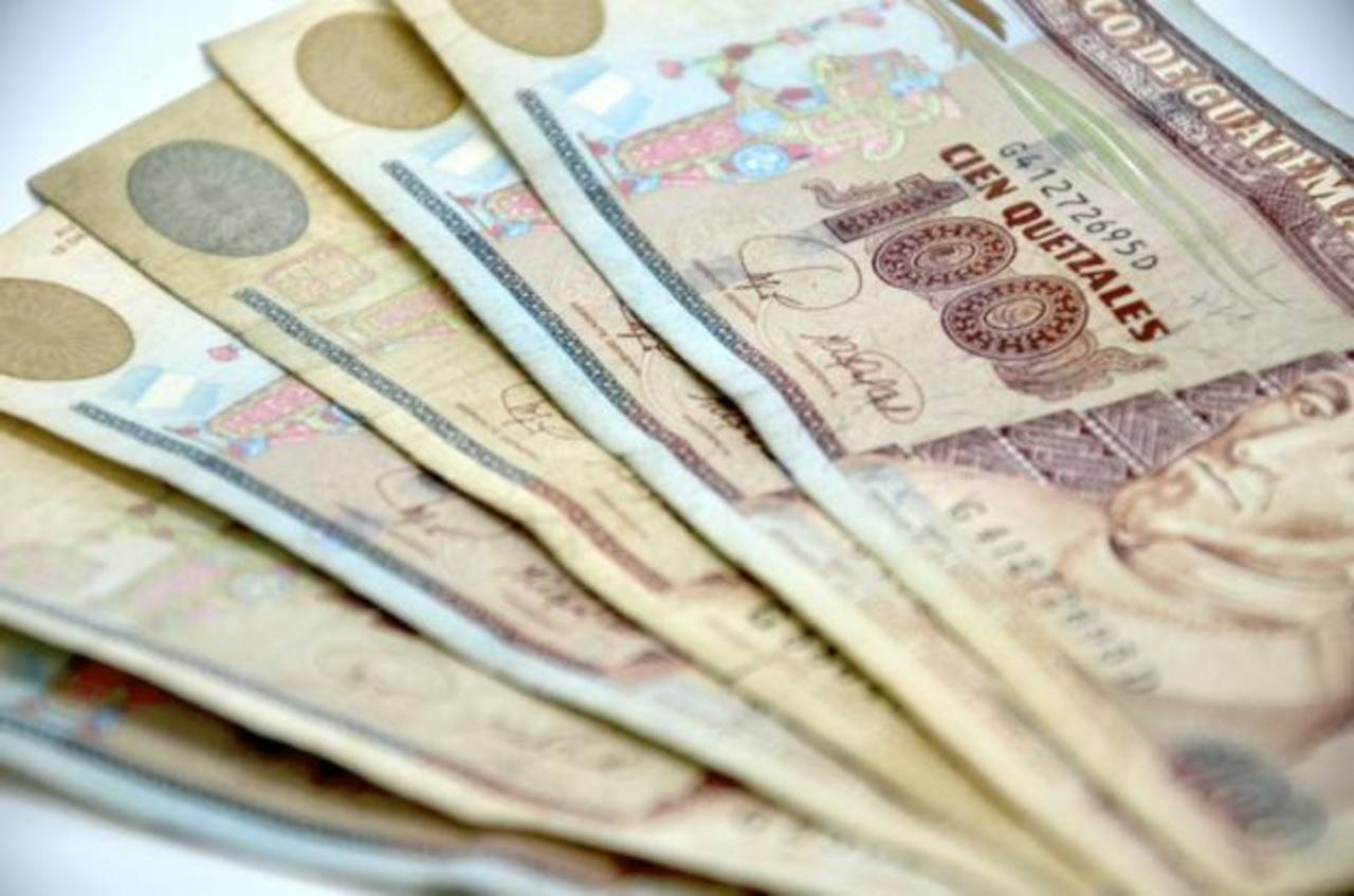 Los trabajadores esperan un aumento a su salario mínimo en 2015. foto edh