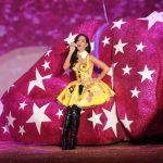 Katy Perry es catalogada como la artista más seguida en twitter (con 60 millones de personas pendientes de sus tuits).