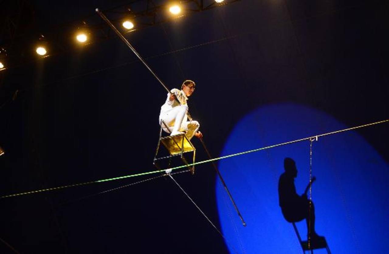 El show de equilibrio integró diferentes utensilios, que implicaron mayor dificultad para su ejecutor. Fotos EDH / René estrada