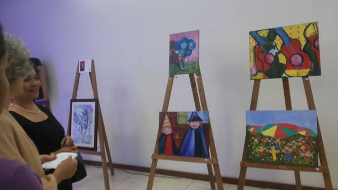 """Los colores y la creatividad lucieron en la exposición del museo Marte. El público pudo apreciar el talento de los niños de """"Arte Excepcional"""". Foto EDH"""