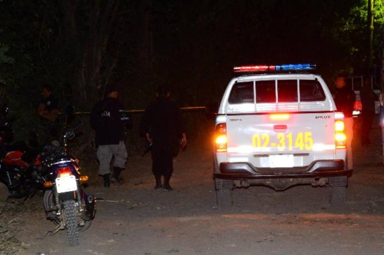 El homicidio de Geovanny Fuentes Trujillo, de 30 años, ocurrió en la calle principal del cantón El Tinteral. En sus días libres ayudaba a la familia en un negocio de gas propano. Foto EDH / César Avilés