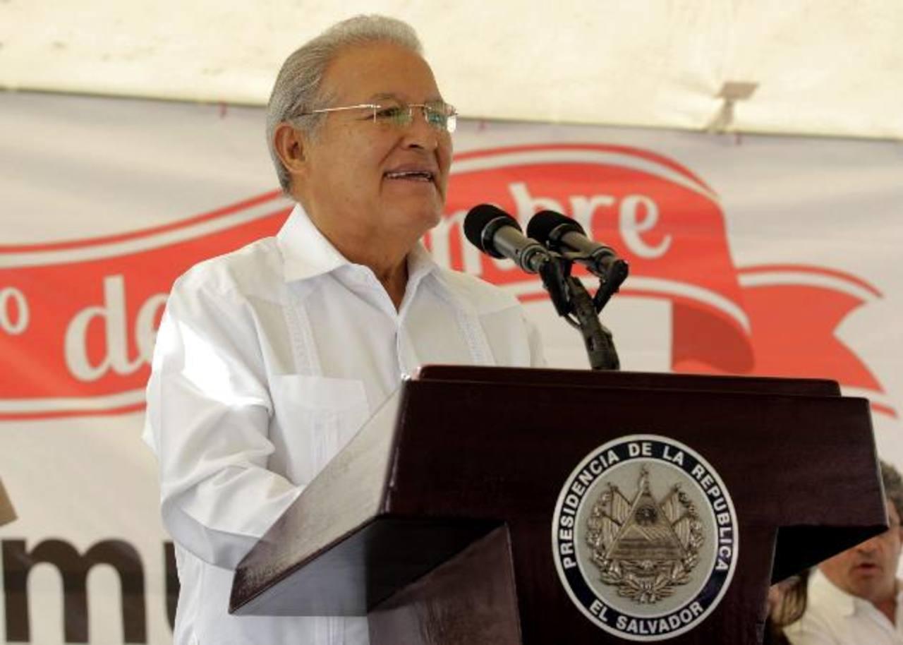 """Sánchez Cerén está """"bien"""", aunque sigue en Cuba, según Gobierno"""