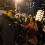 Bloquean calles en EE.UU. por libertad de policía involucrado en muerte de hombre negro