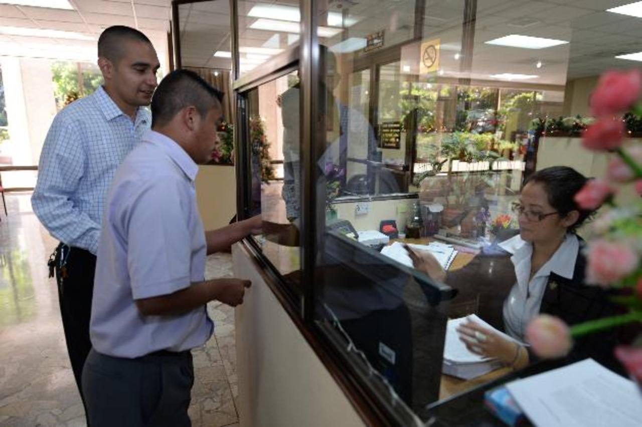 Hemofílicos interponen la demanda de amparo en la Corte Suprema de Justicia. Foto EDH / huber rosales