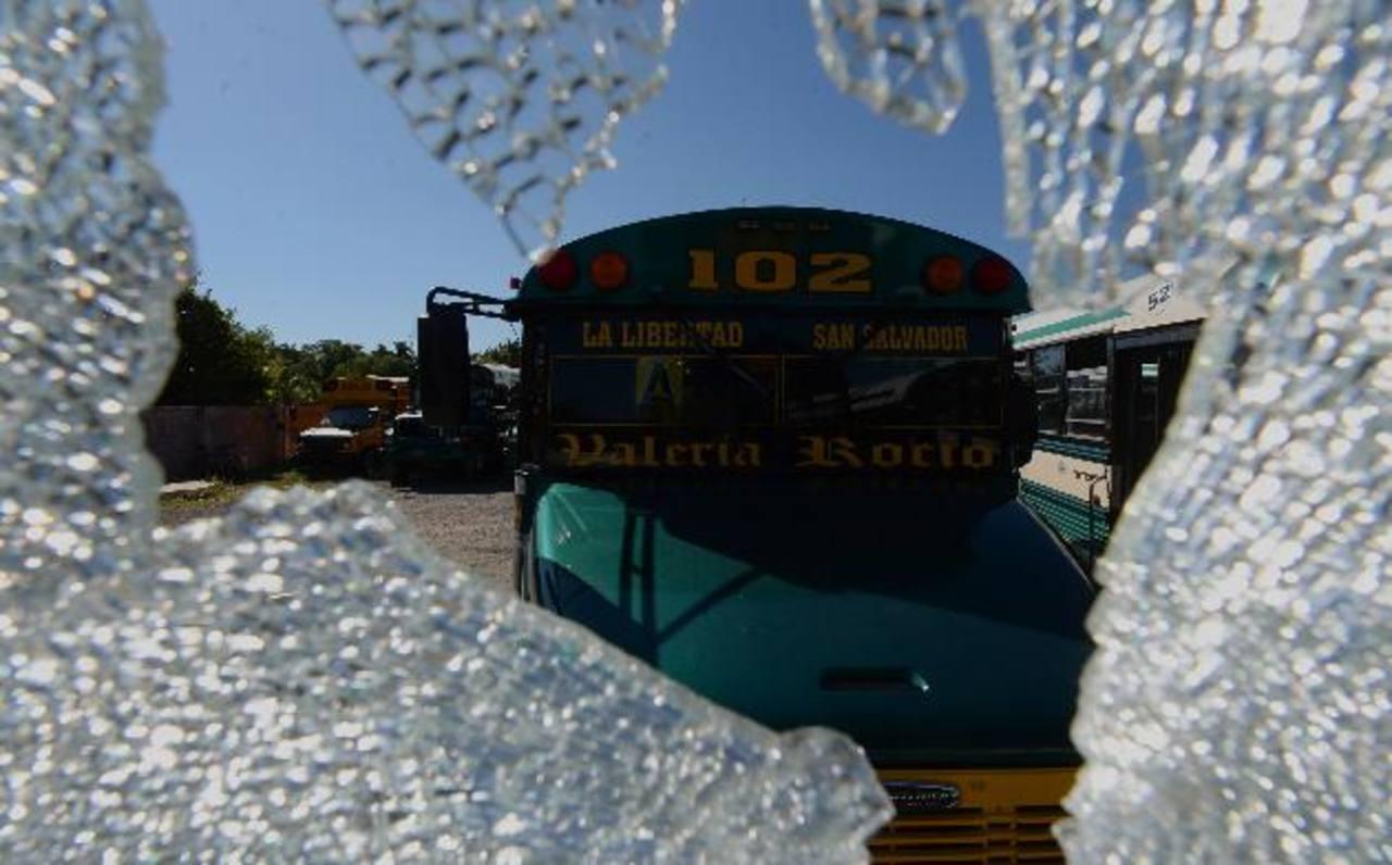"""Los empresarios de la Ruta 102 han sido advertidos por las pandillas: que les deben pagar en diciembre el doble de la """"renta"""" que están acostumbrados a darles. Foto EDH / Jaime Anaya."""