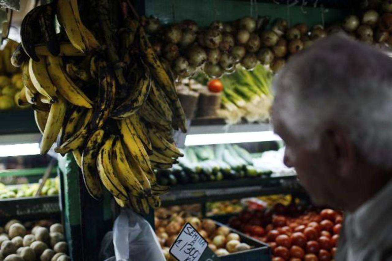 Los costarricenses tienen que gastar más para obtener la canasta básica alimentaria. Foto EDH / archivo