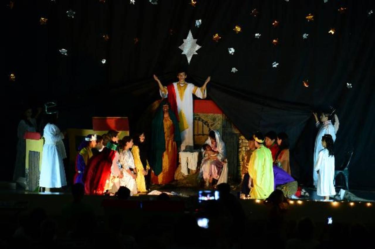 Con la representación del nacimiento de Jesús finalizó la pastorela que fue preparada con más de dos meses de anticipación. El bebé fue el actor principal de la actividad.