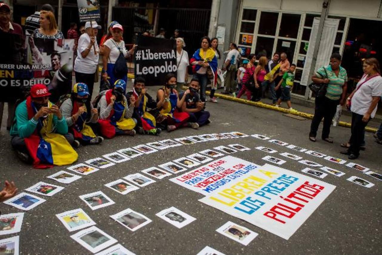 Una protesta en las inmediaciones del Palacio de Justicia en apoyo al líder opositor venezolano Leopoldo López. foto edh /efe