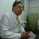 Acuerdan expulsar a director de Hospital Rosales del Colegio Médico