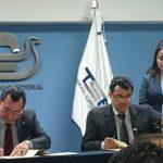 Julio Olivo, presidente del TSE firmó esta tarde un convenio con el CONAIPD para facilitar a personas con discapacidad poder ejercer el sufragio en los próximos comicios.