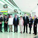 Ejecutivos de Copa Airlines con parte de la tripulación, previo al vuelo de inauguración. foto edh / Cortesía