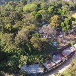 Este es el terreno aledaño al cementerio (derecha), donde, según residentes de la Zamora Rivas, quiere trasladarlos el concejo de Bukele. Foto EDH / Mauricio Castro
