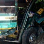 Unos 20 lesionados en colisión de bus con pickup en Santa Ana