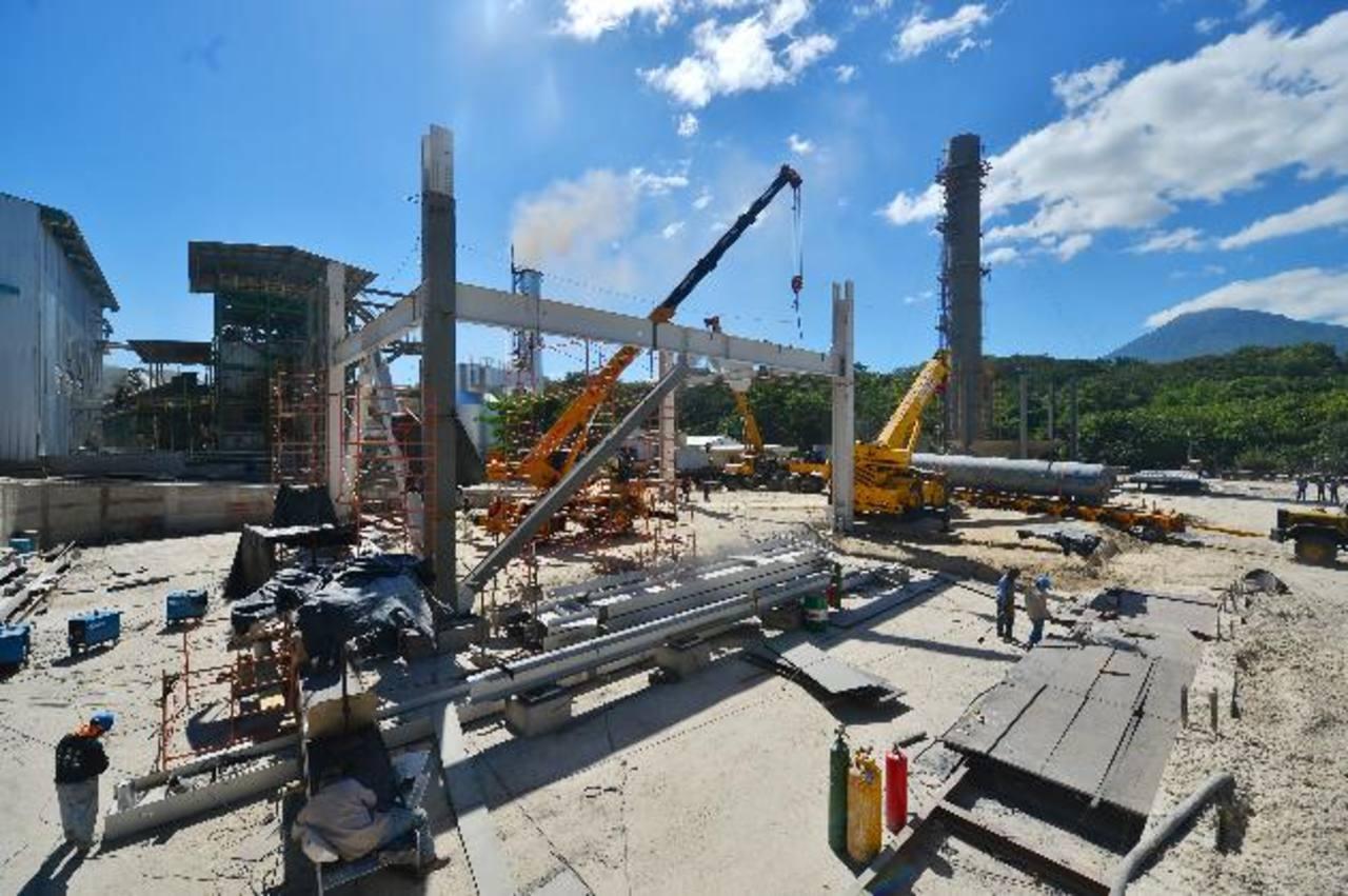 Esta es la más reciente construcción de la planta de generación de energía a base del bagazo de caña. foto edh / rené quintanilla